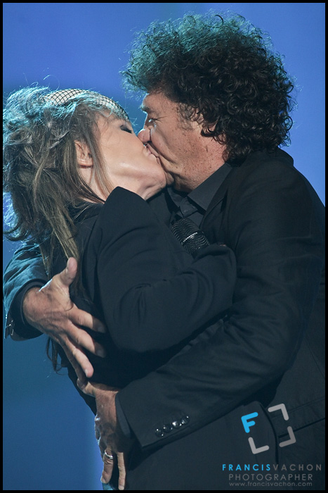 "Robert Charlebois and Diane Dufresne kiss at the ""Paris-Quebec"" show of the 44th Festival d'été de Quebec on the Plains of Abraham in Quebec city Thursday July 7, 2011."