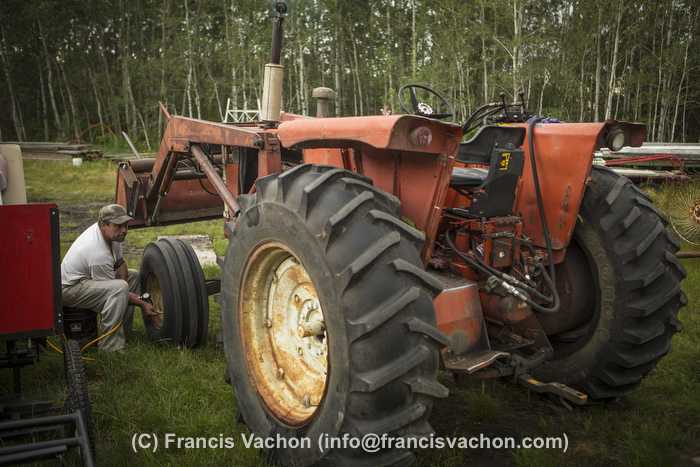 Yves Breton tends on his 1967 Cockshutt 1650 tractor in Saint-Laurent, Manitoba, Wednesday August 12, 2015.